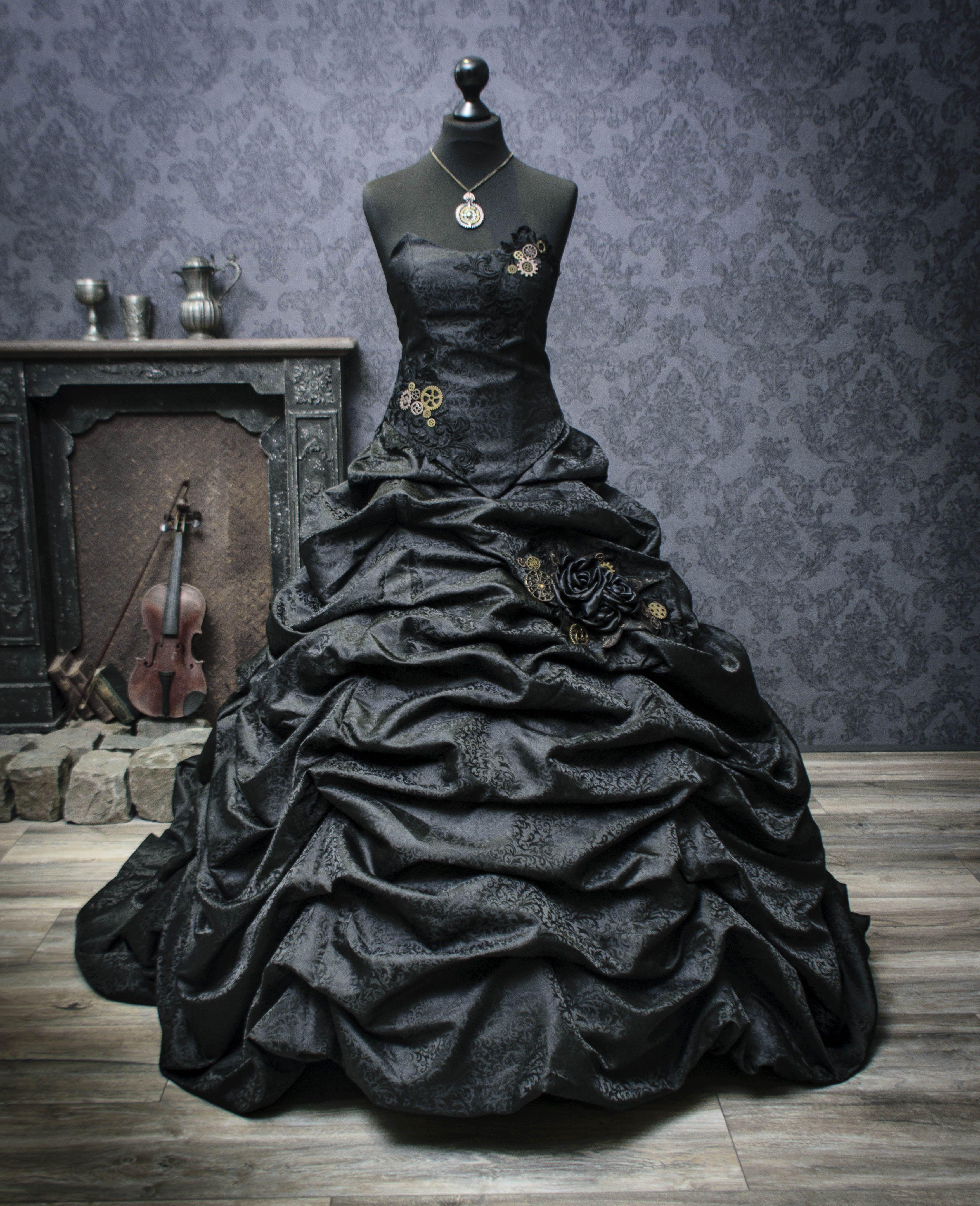 Choose the Original: Lucardis Feist Dark Couture. The Designer for