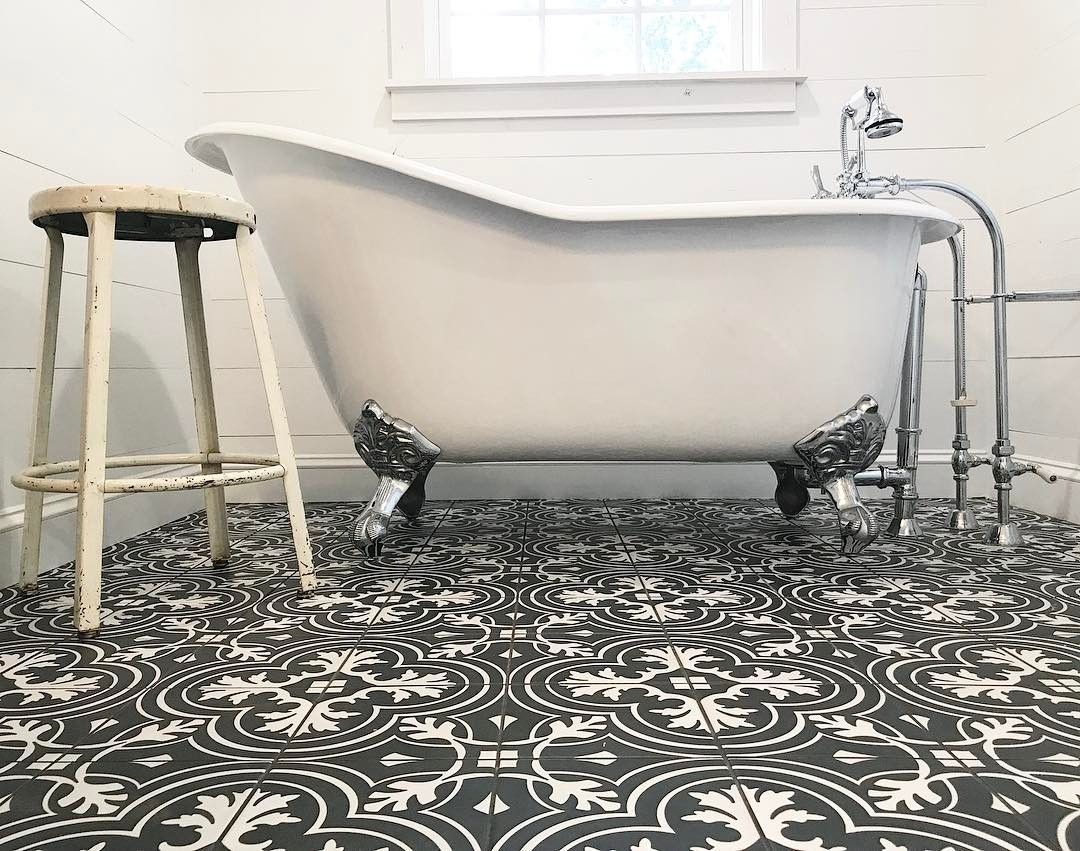Adela 62 Inch Cast Iron Slipper Clawfoot Tub Package White