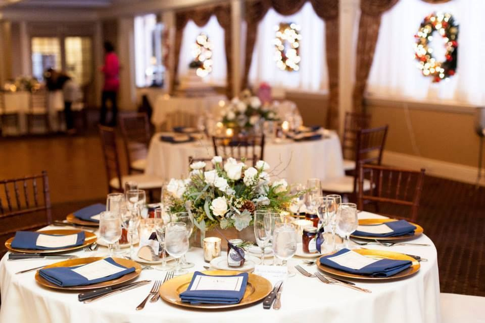 Ivory Table Cloth, Gold Charger Plate, Navy Blue Napkin  #hudsonvalleyweddings