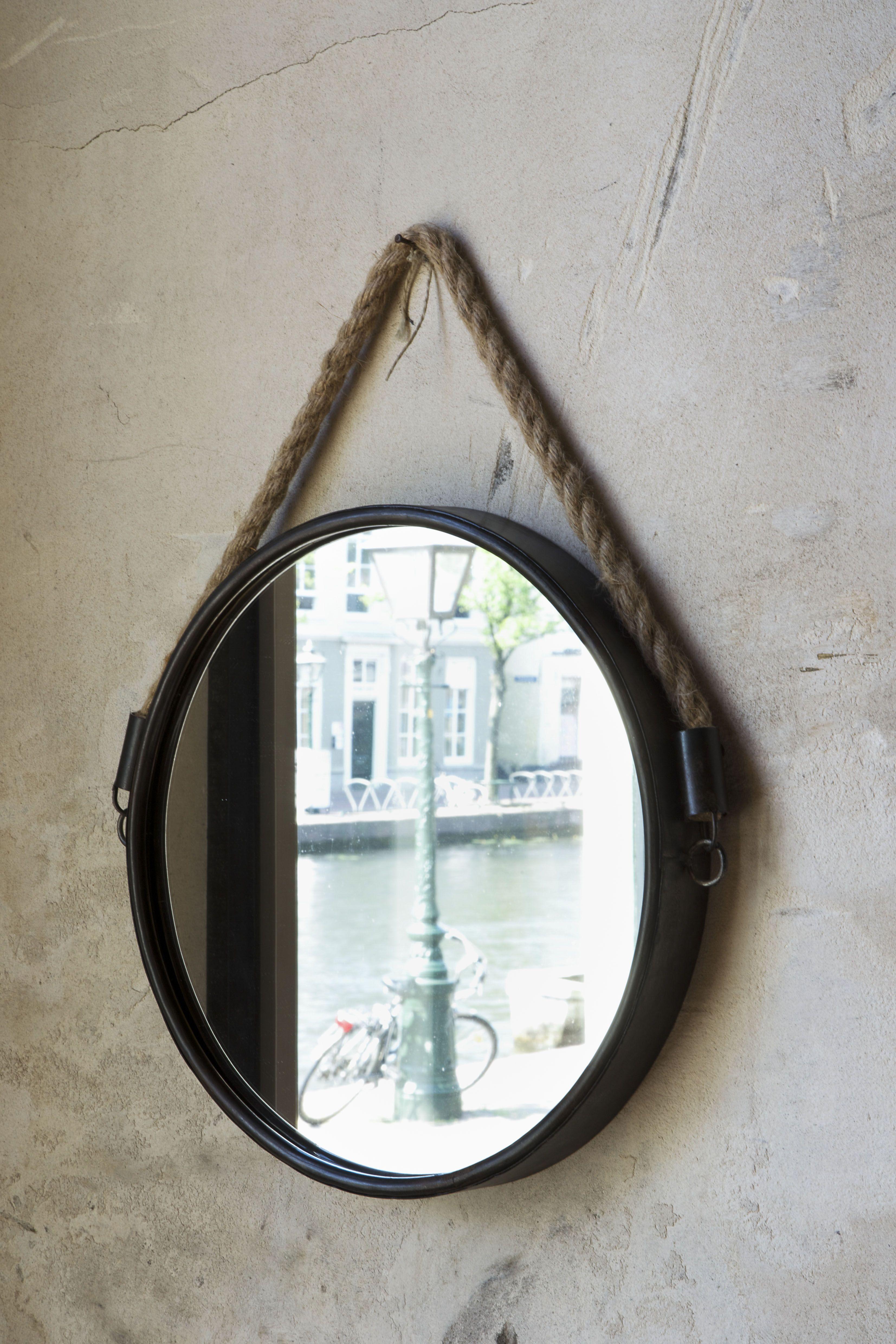 Een uniek design dat heeft de spiegel force zeker door de for Ronde spiegel met touw