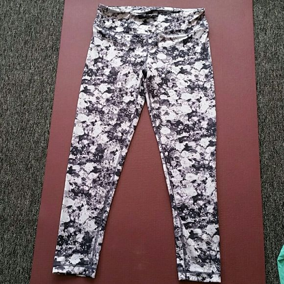 Reflex 90 degrees flower leggings Long flower leggings. Great condition. Reflex 90 degrees Pants Leggings