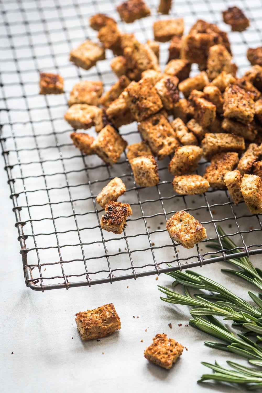 Volkoren Croutons Maken Voedzaam Snel Recept Croutons Voedsel Ideeen Gezonde Snacks