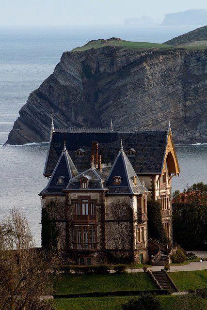 SPAIN, CANTABRIA, COMILLAS, Casa del Duque