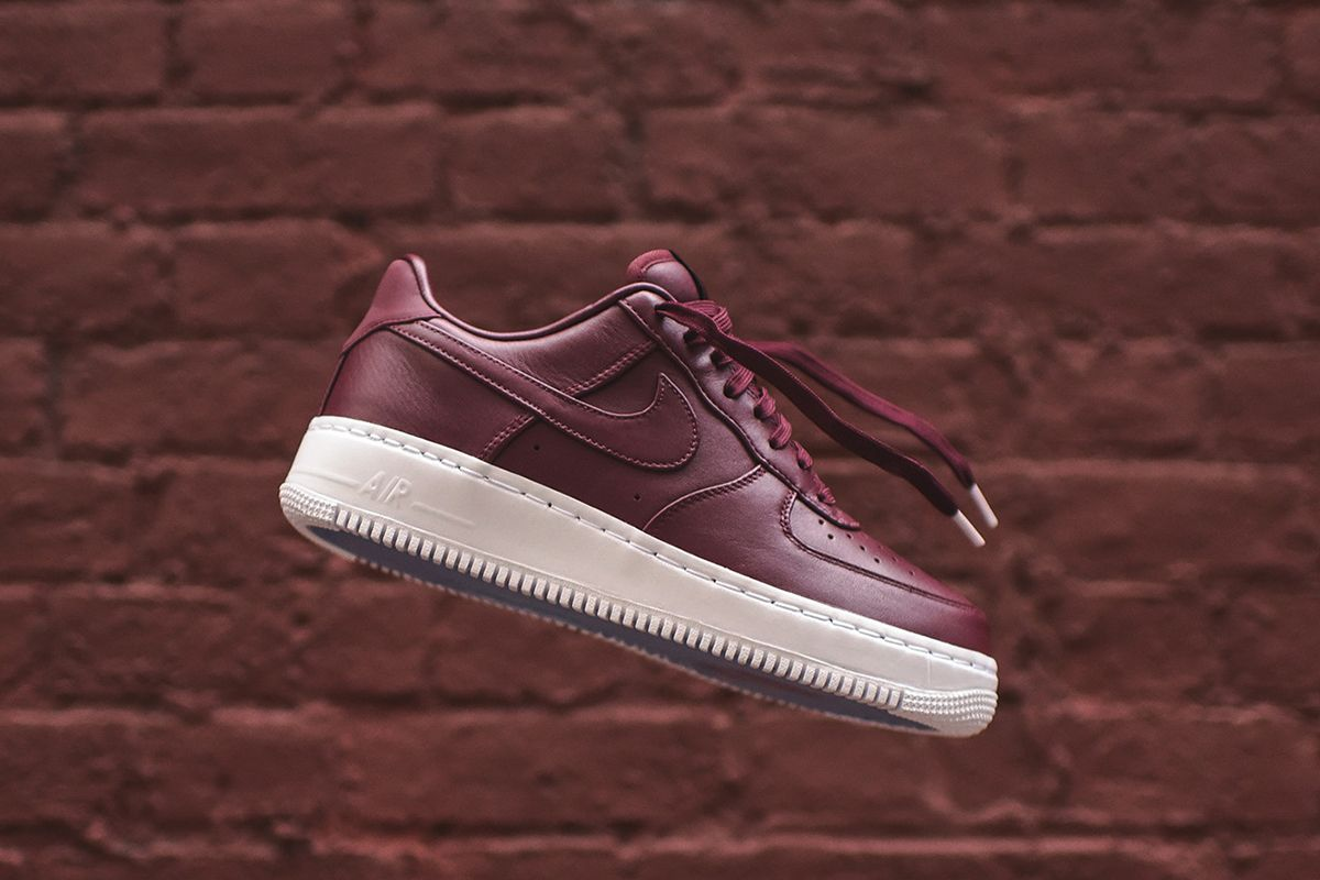 NikeLab Drop Premium Leather Air Force 1 Low in Maroon