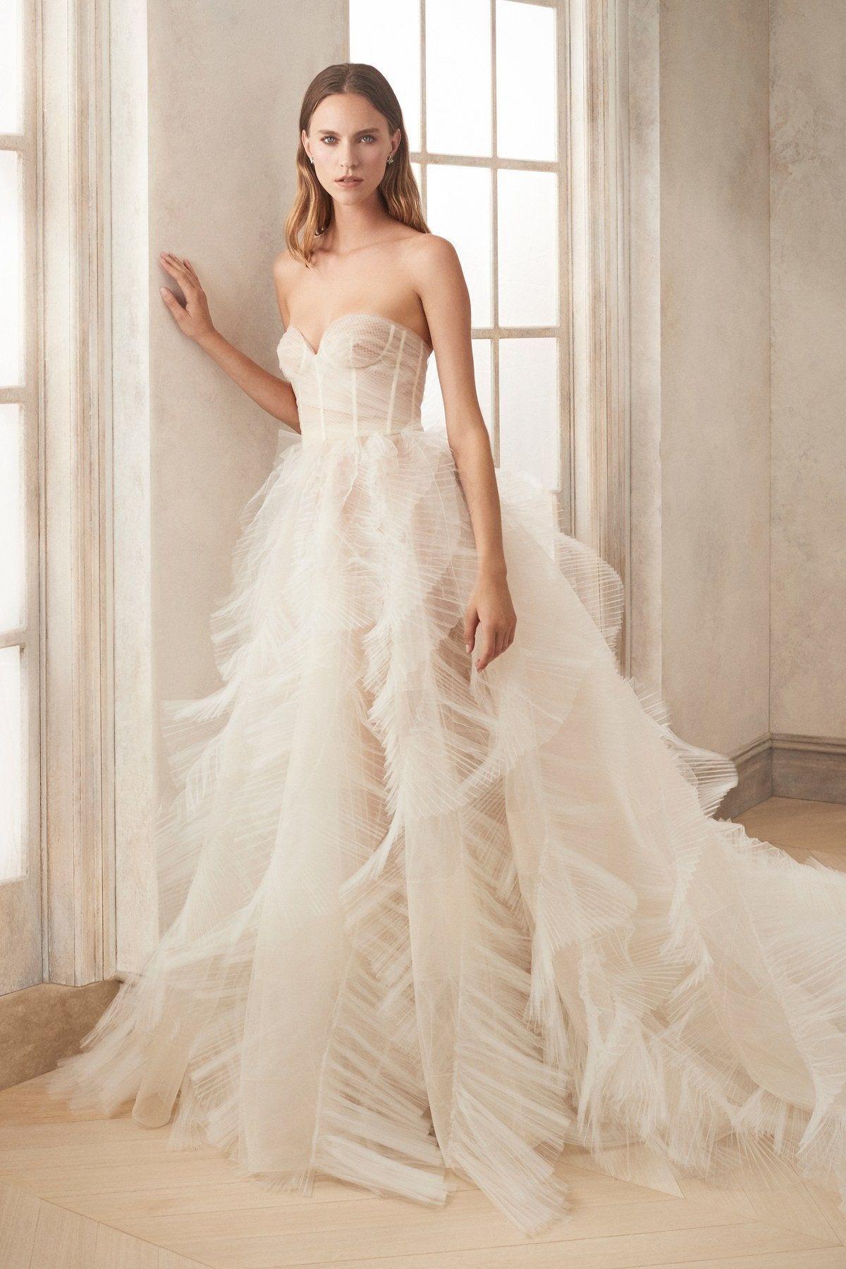 Oscar De La Renta Bridal Fall 2020 Fashion Show In 2020 Oscar De La Renta Bridal Oscar De La Renta Bridal