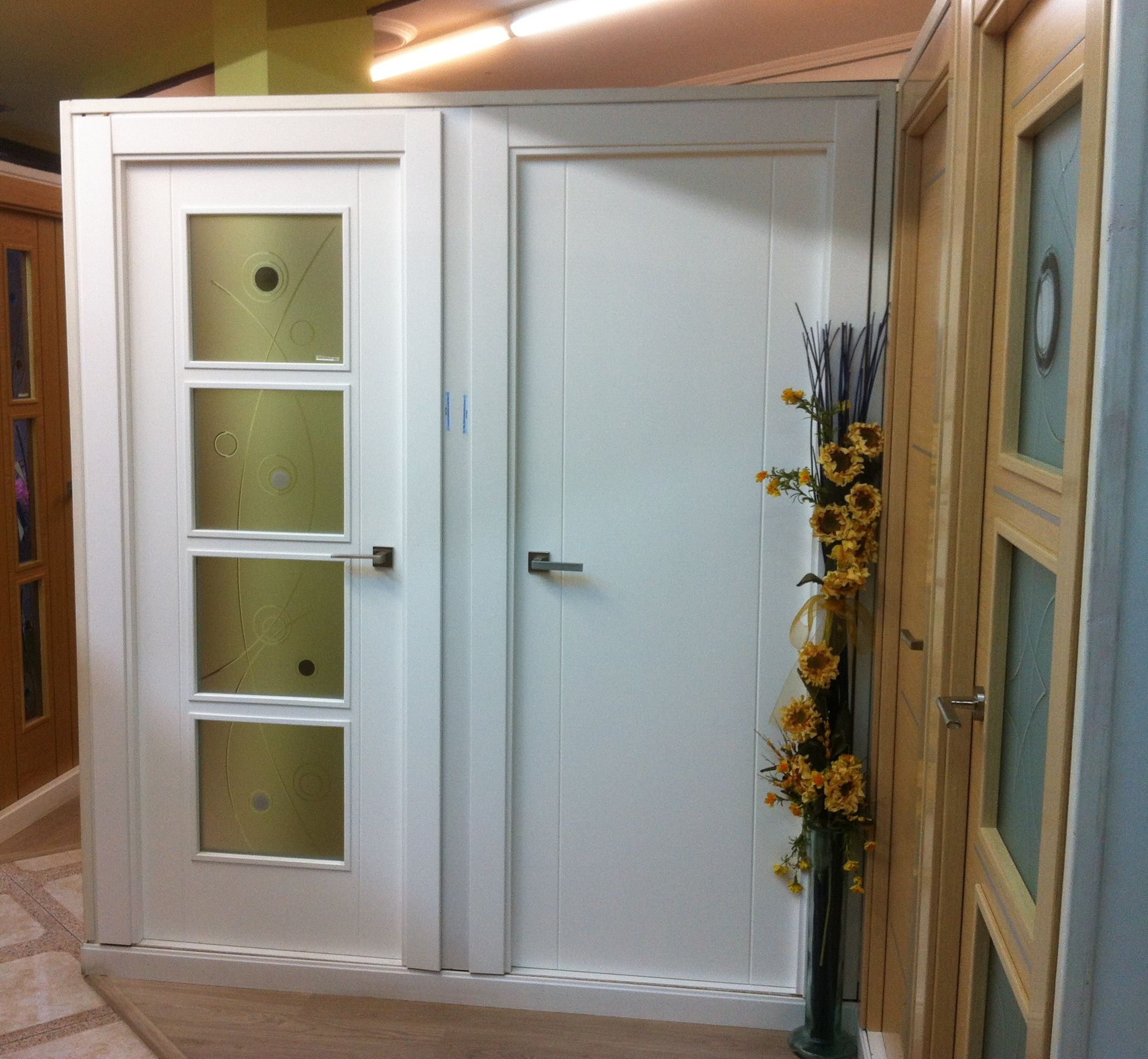 Puertas de interior lacadas en blanco mod. 1002 y puerta vidriera ...