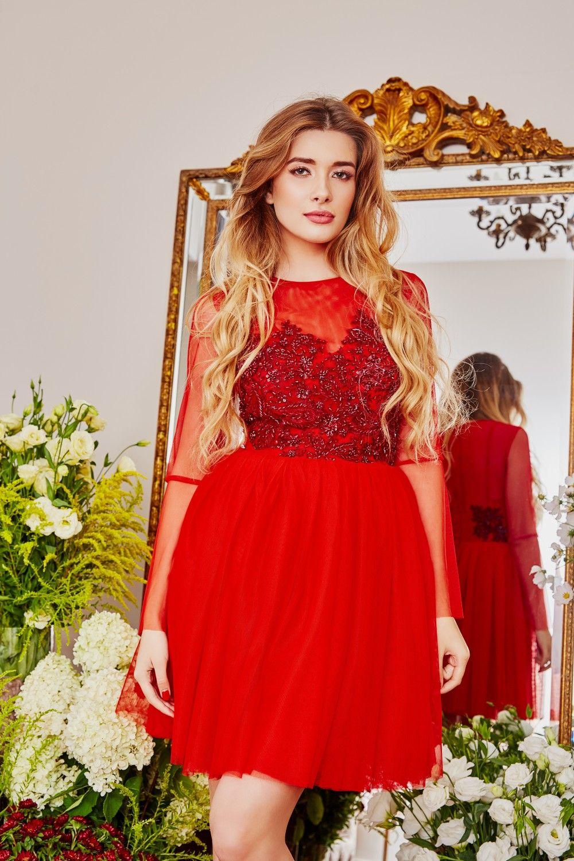 Sukienka Tiulowa Typu Princessa Zdobiona Recznie Wyszywanymi Kwiatami I Koralikami Kreacja Dopasowana Do Sylwetki W Gornej Graduation Dress Dresses Fashion