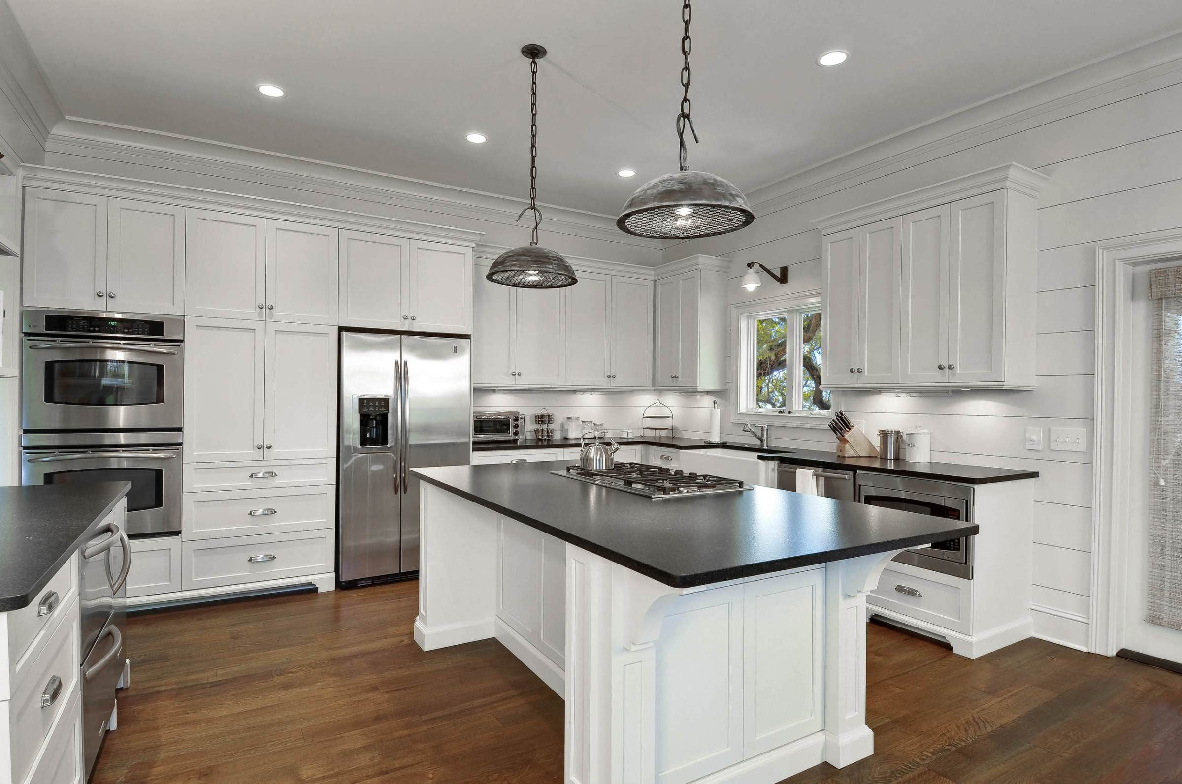 How To Get The Farmhouse Style Kitchen Look in 2020 (With