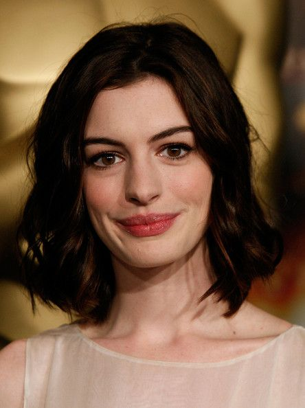Anne Hathaway S Shoulder Length Hair Shoulder Length Hair Hair Lengths Anne Hathaway