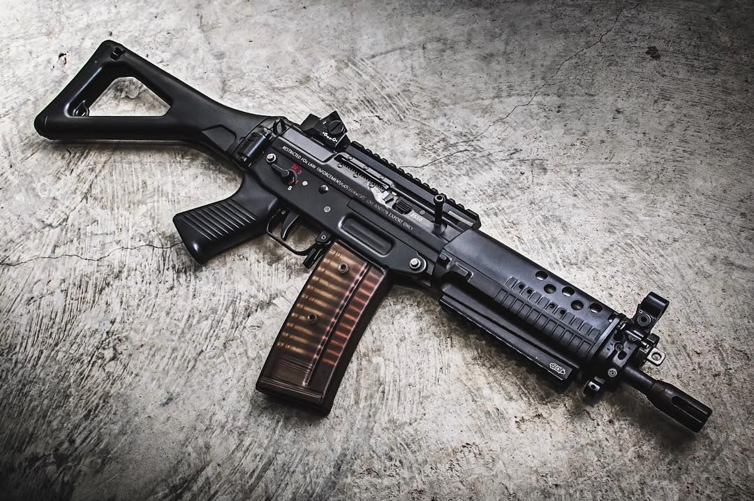 sigsauerinc 552-2P with @brugger_and_thomet rails and integrated