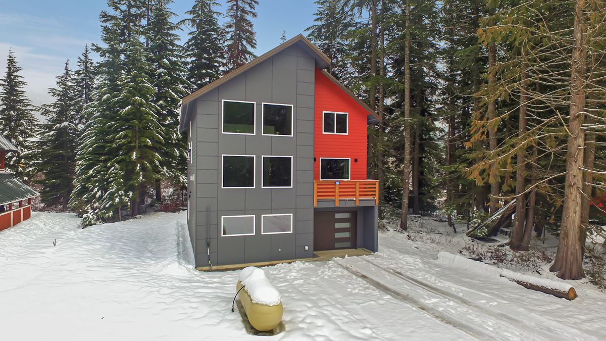 Just Listed! 🎉☃️🎄⛷🏂🛷MLS 1547670 460 Hyak Dr E Snoqualmie