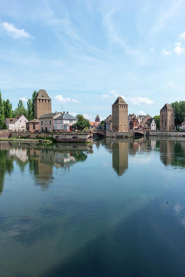 El río en la ciudad de Estrasburgo en Francia