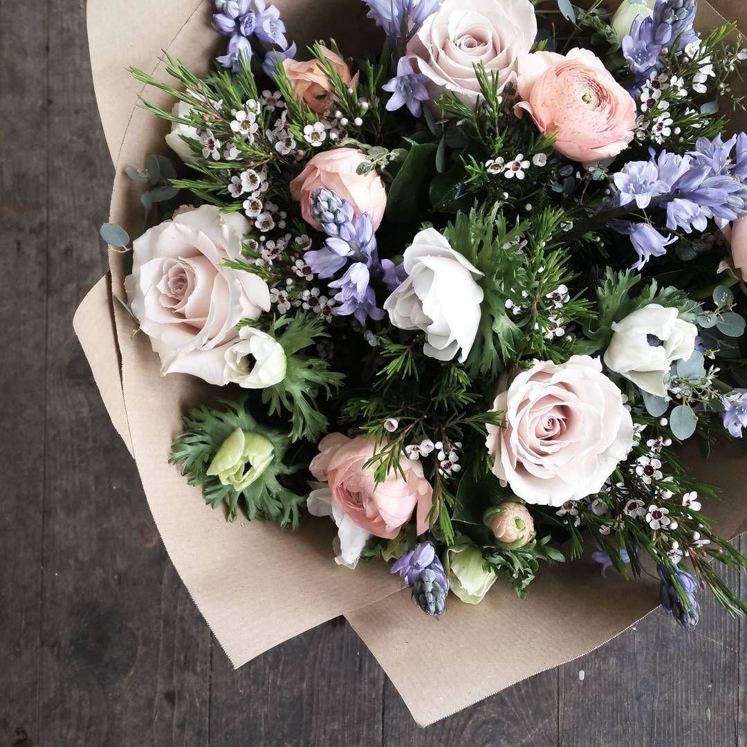 На данном изображении может находиться 1 человек цветы