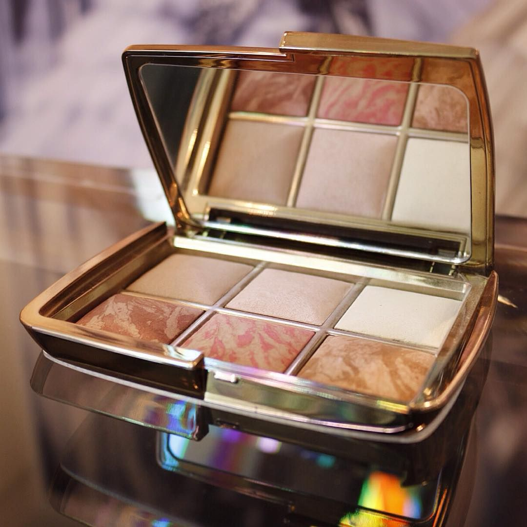 Ahhhh. SO PRETTTTYYYYYYY!!!!!! Holiday 2015 Palette - blush, highlight, bronze & finishing! #Makeup