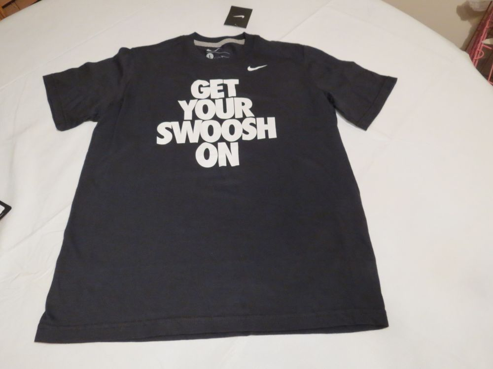 NEW NIKE SWOOSH GRAPHIC TEE T SHIRT TOP YOUTH BOYS BLACK SMALL S SM 744686 010
