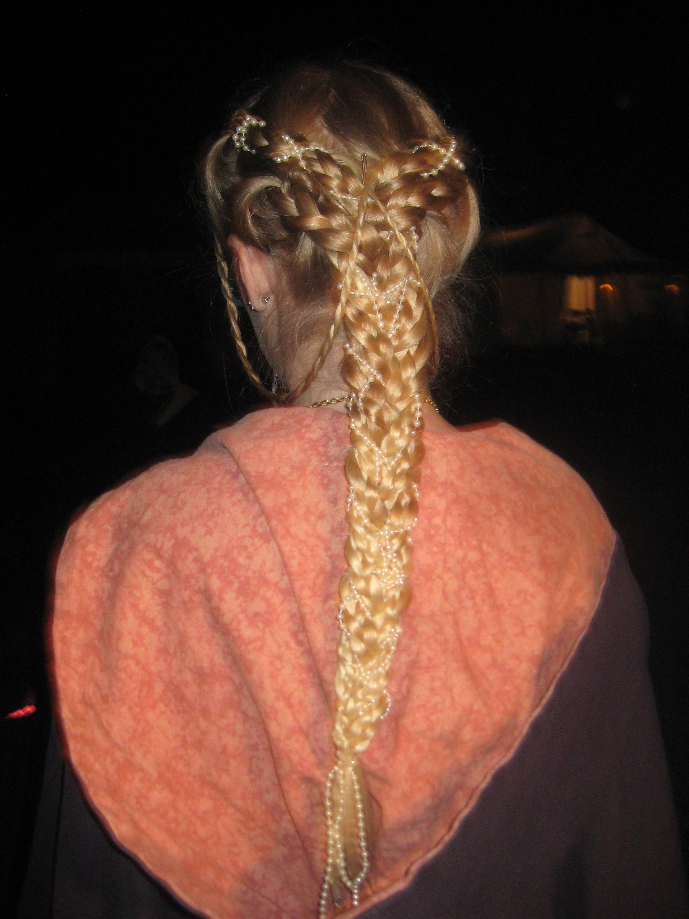 Coiffure Viking Facile Multiple Braids Braided Together With Pearl Accents