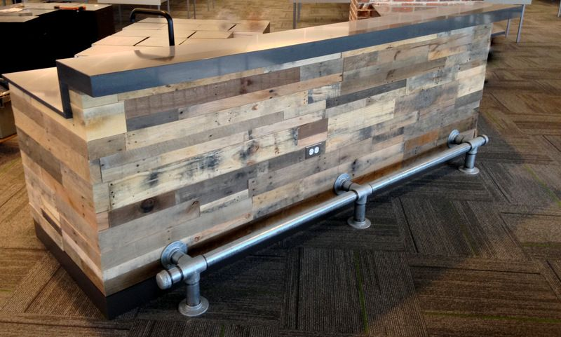 30 best picket pallet bar diy ideas for your home wood for Building a tiki bar from pallets