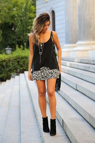 trendy_taste-look-outfit-street_style-ootd-blog-blogger-fashion_spain-moda_españa-animal_print-boho-casual-falda-skirt-black_booties-botines_negros-jeffrey_campbell-zara-bolso_flecos-vintage-11 by Trendy Taste Team, via Flickr