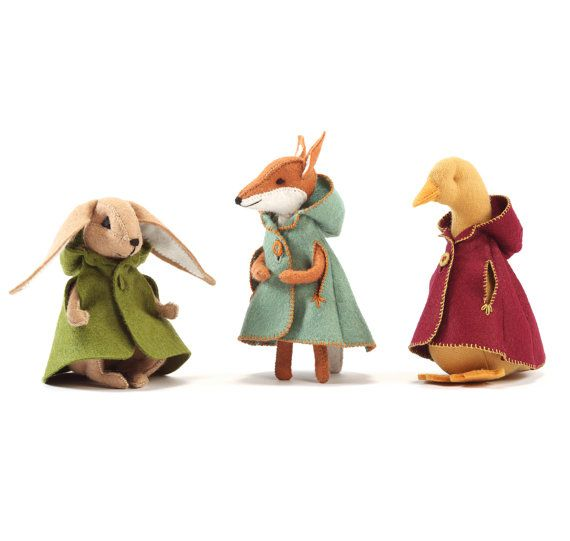 Charlotte Fox's cloak PDF pattern, felt cloak pattern, miniature clothing, cape pattern, doll cloak pattern, DIY felt, DIY doll clothing #instructionstodollpatterns