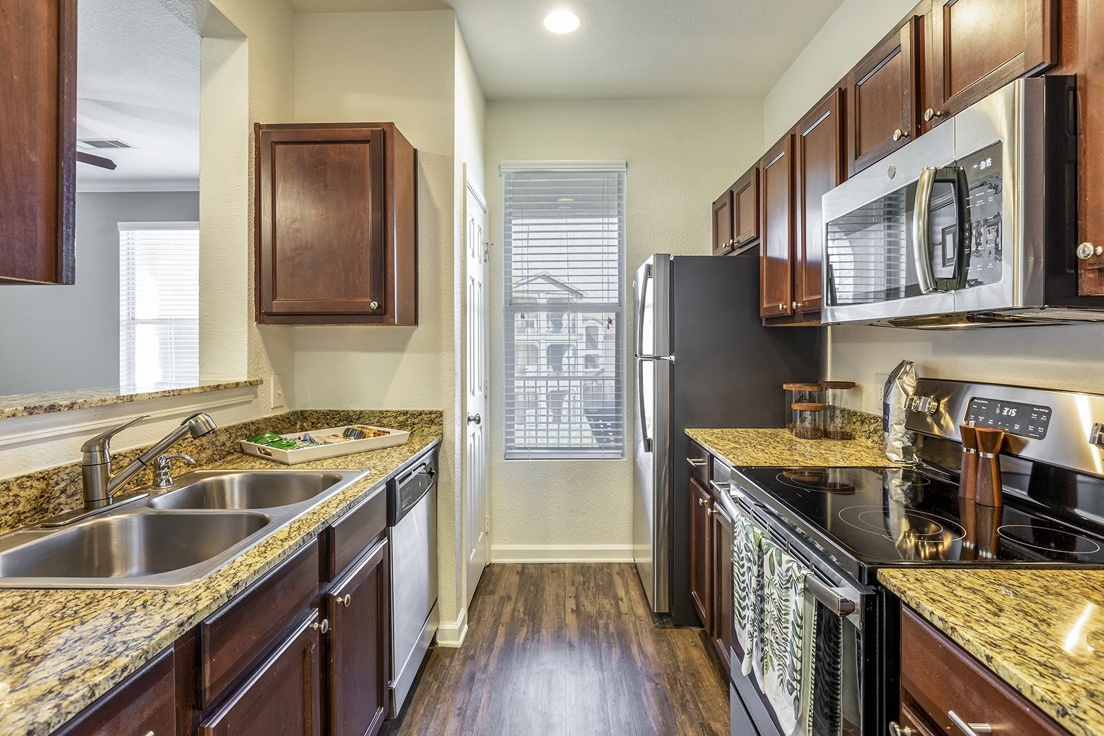 Our Renovated Apartment Homes Feature Air Conditioning Stainless Steel Appliances Granite Countertops And Hardwood Flooring Renting A House Apartment Home