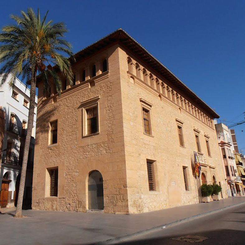 Palacio de los Duques de Liria - Liria (Valencia): Se encuentra en la Plaza Mayor de la población y fue construido entre los siglos XVI y XVII.