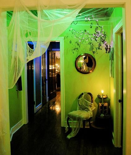 Halloween decorations / IDEAS  INSPIRATIONS Indoor Halloween Decor - halloween decoration themes