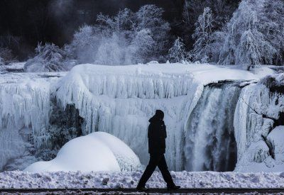 Photos Of Partially Frozen Niagara Falls - Business Insider