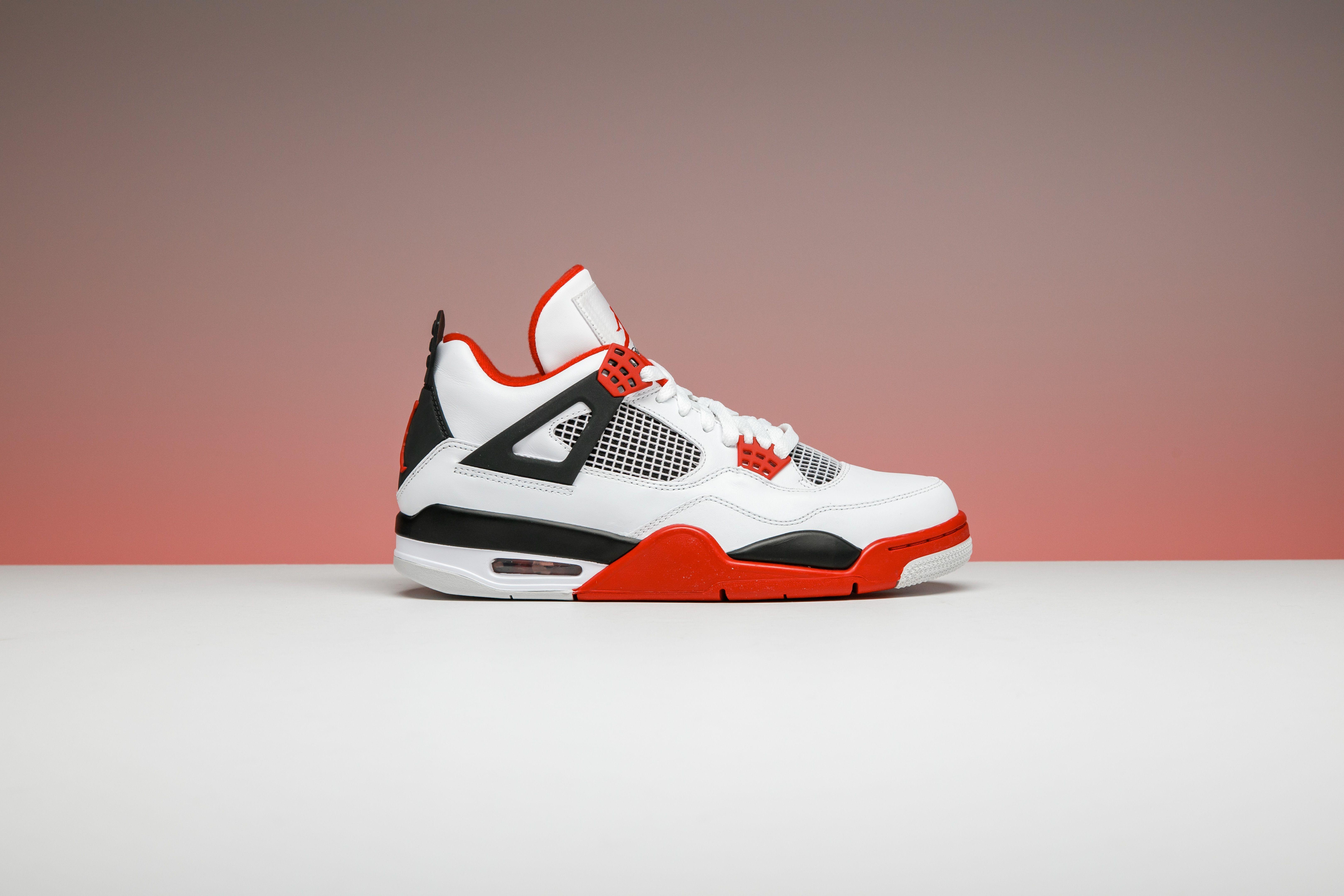 The Air Jordan 4 Took The World By Storm In 1989 Along With A Career Season Came A Career Sneaker Tinker Hatfie Air Jordans Nike Shoes Roshe Air Jordans Retro