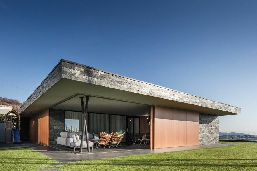 V Shaped Concrete House In Braga With Extensive City Views Hillside House Concrete Houses Simple House Plans