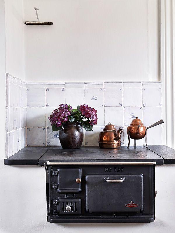 una encantadora casa de verano en suecia estufas