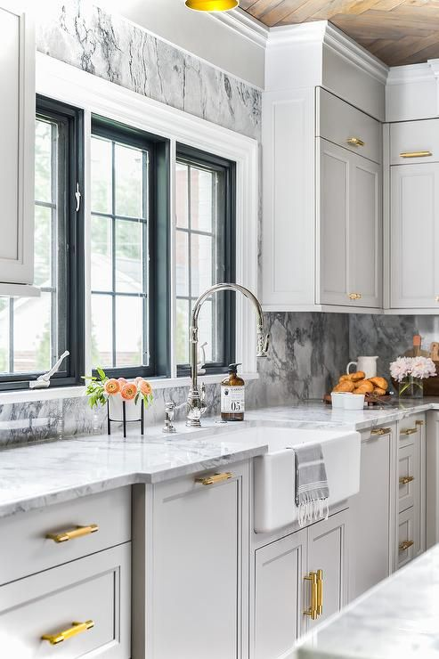 Best Elegant Light Gray And Gold Kitchen Is Fitted With A 640 x 480