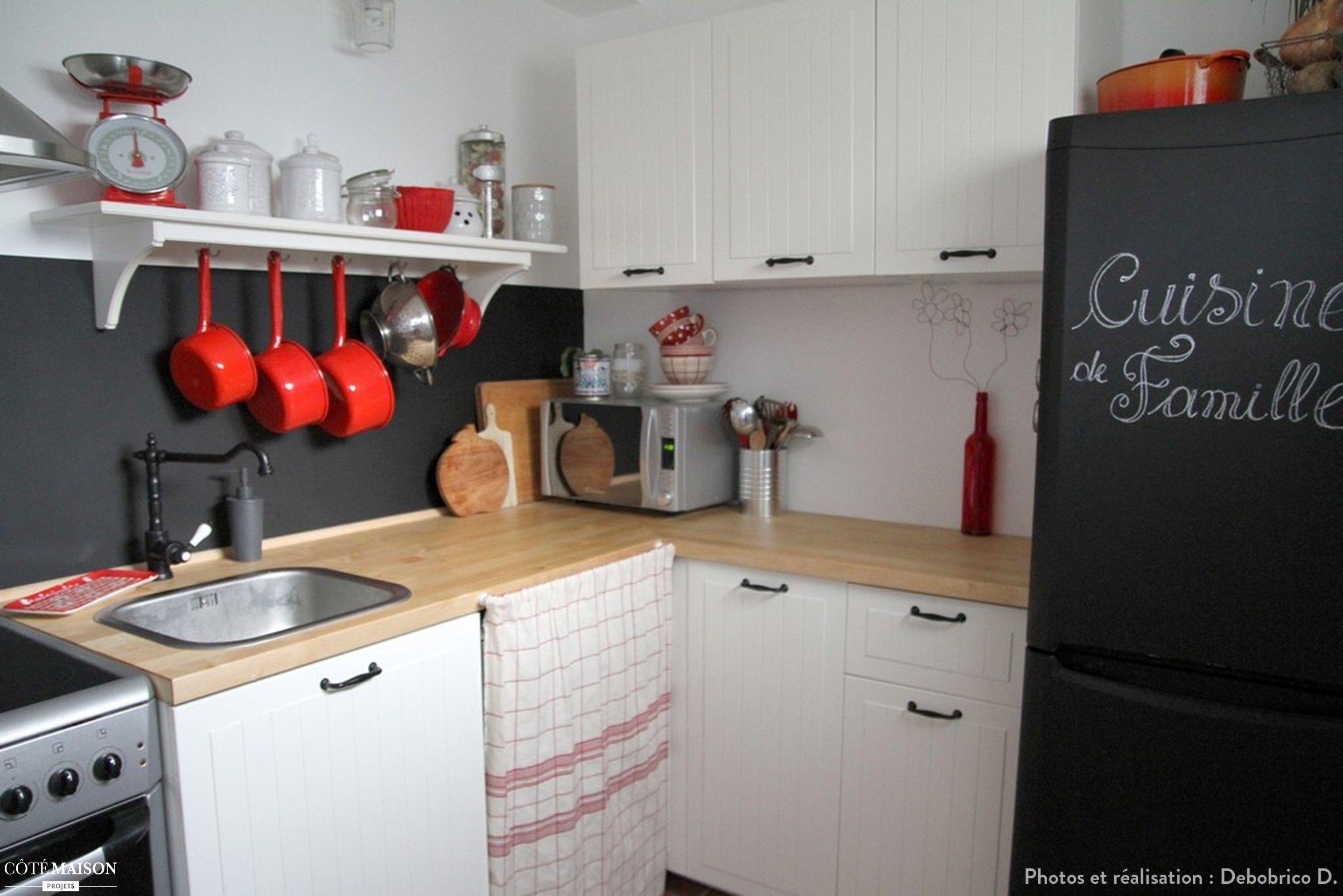 Une petite cuisine ambiance rustique chic avec meuble blanc, plan de ...