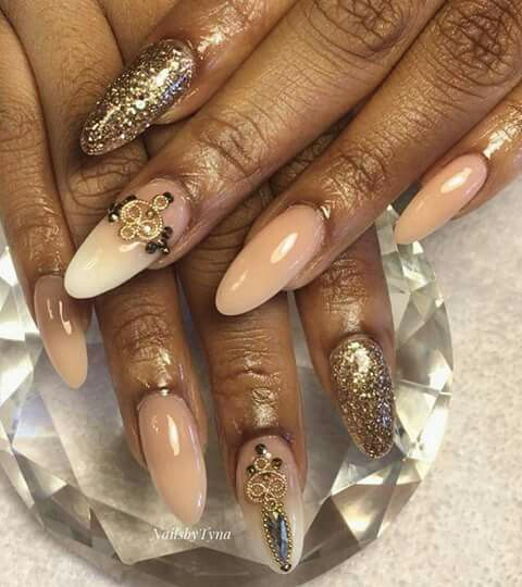 Nude glam nails