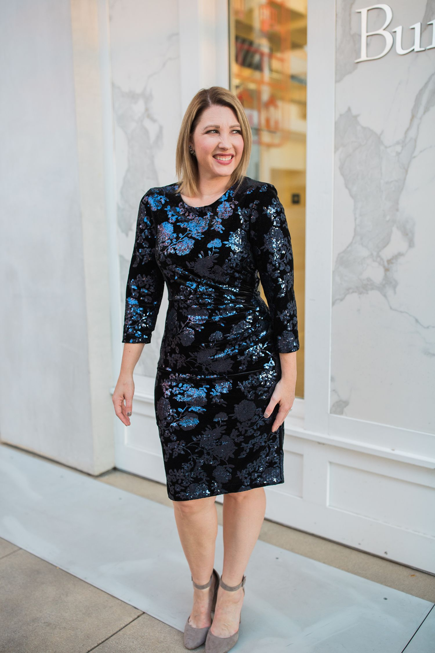 97ffaa23e5e4 On the hunt for HOLIDAY DRESSES? I've rounded up the best holiday dresses  for a pear shape body!