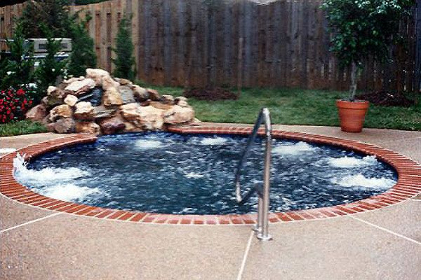 Flint hill va 10 person spa with stone fountain for Pool design northern virginia