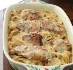 Pechugas de #pollo al #horno con #tallarines y #pimientos. #receta
