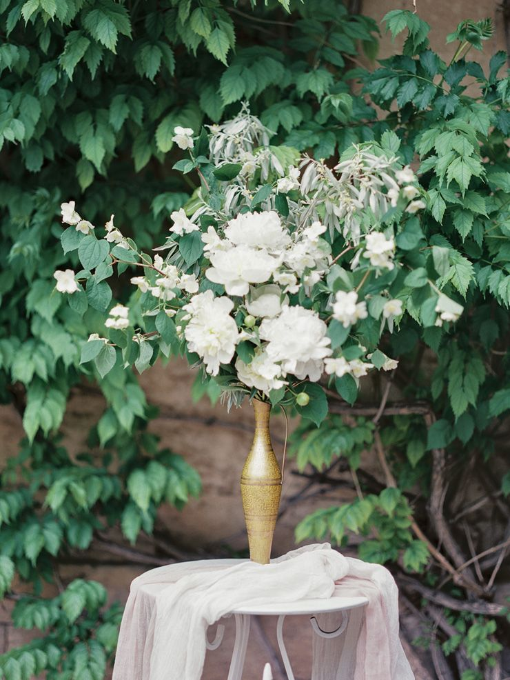Gorgeous wedding flower arrangement | fabmood.com