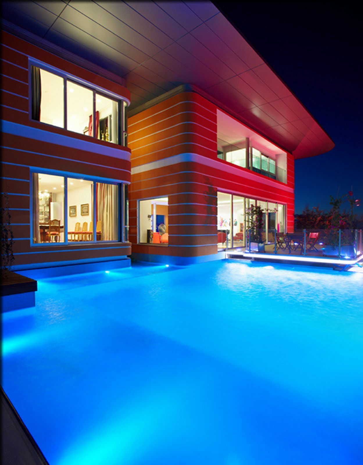 Vibrant pop art inspired house by award winning architects for Pool design awards