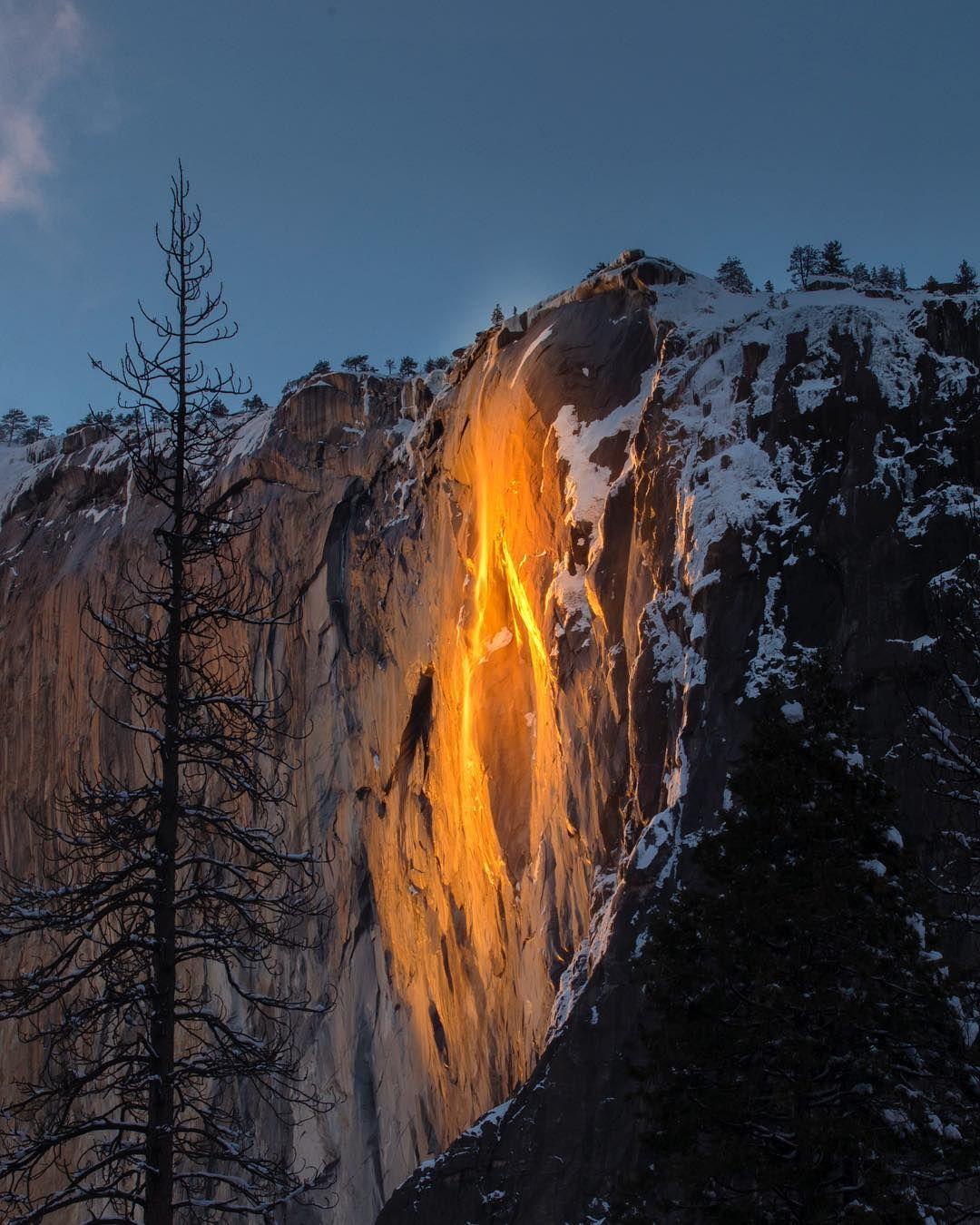Posetiteli Josemitskogo Nacionalnogo Parka V Amerikanskoj Kalifornii Smogli Uvidet Nastoyashee Chudo Ognennyj Vodop Waterfall Pretty Landscapes National Parks