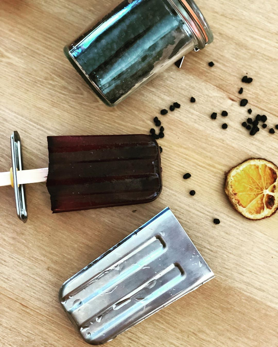 Elderberry and orange popsicles : It is that time of year where throats get scratchy and noses get stopped up. These popsicles are just the trick! Make elderberry syrup (per directions on the kit or whatever you bought) and squeeze 2-3 fresh oranges. Mix elderberry (to the desired dosage for you or your kids) with orange juice and freeze in popsicle molds. Enjoy when sick or when wanting to fend off illness.