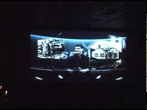 """Totalmente adequada ao conceito de inovação e tecnologia, desenvolveu-se uma ação para a campanha de 55 anos do Senai, com envolvimento do público do cinema, na qual o ator do filme aparecia ao vivo, antes de """"entrar na tela"""", interagindo com o filme e com a plateia."""