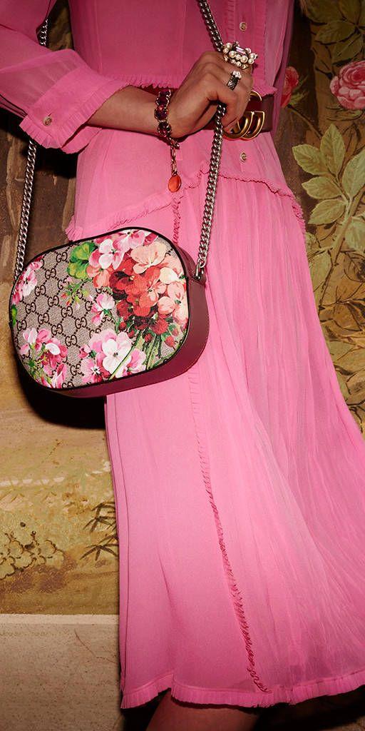 80f44080794c Gucci Women - Blooms GG Supreme mini chain bag | handbag in 2019 ...
