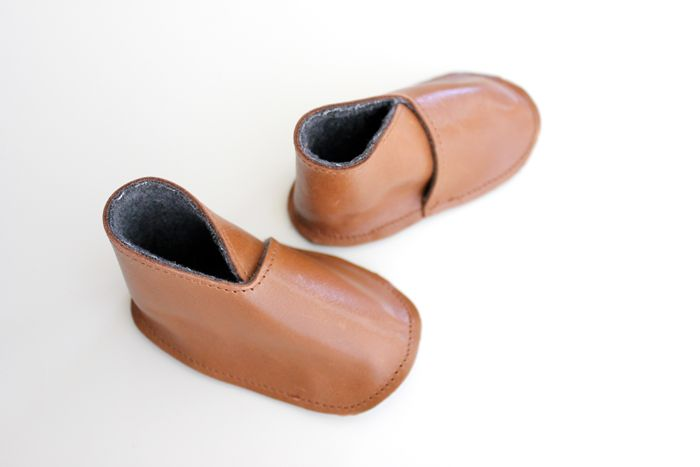 Photo of Modern DIY Leather Baby Boy Boots – Free Pattern + TUTORIAL – delia creates