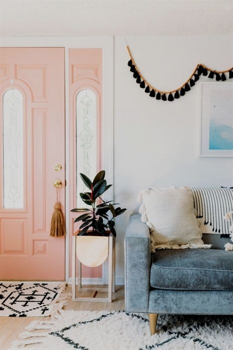 Pink door inside bohemian decoration light gray blue couch bohemianbedroomdecor decor in pinterest home and furniture also rh
