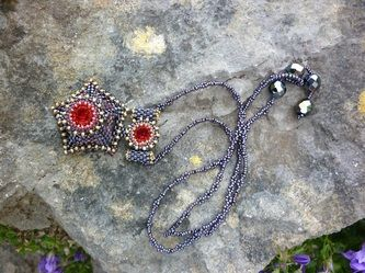 Georgian bead pendant adapted from a design by Laura McCabe . Jal Heartlander