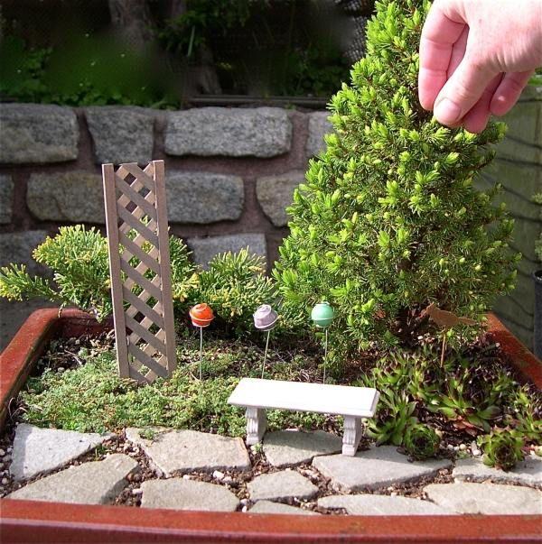 Kleine bank holzgitter mini baum minigarten feengarten miniature garden fairy garden - Mini garten basteln ...