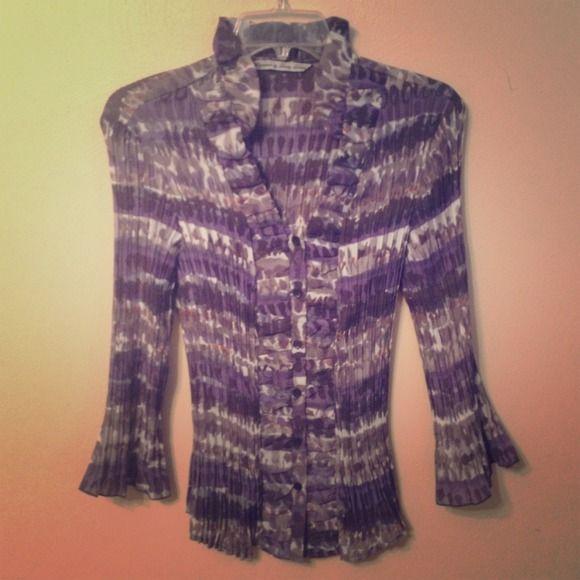 NWOT Larry Levine High Collar Top Super cute!!! Soooooo Flattering! ❌final price (unless bundled) ❌ Larry levine Tops