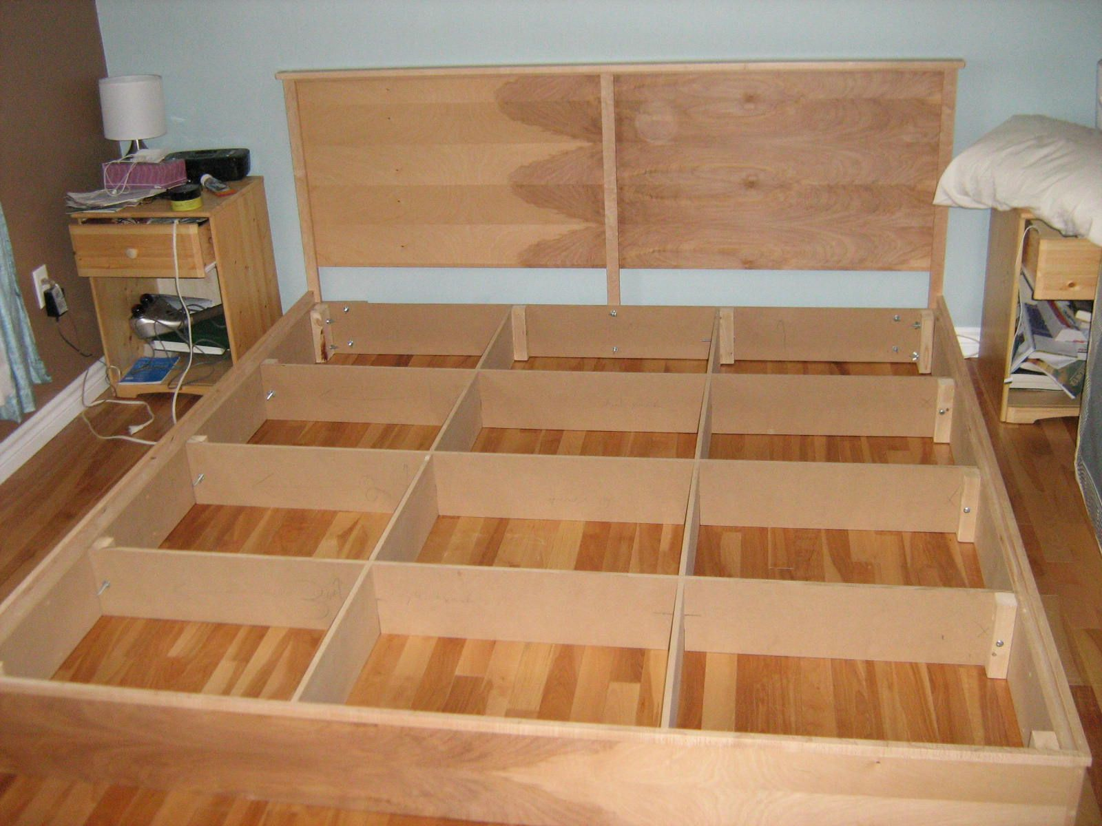 Easy cheap diy hardwood king platform bed plans for Simple diy platform bed
