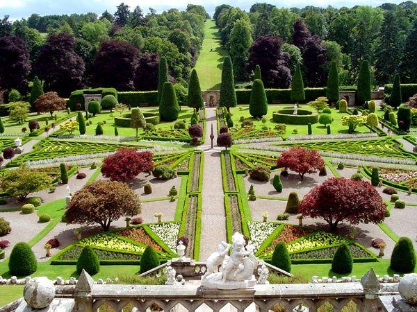 Drummond Castle Gardens Perthshire Scotland Gardens Castle Garden Castle Formal Gardens