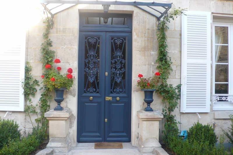 porte marquise pierres apparentes volets fleurs pav s lumi res ext rieures marches. Black Bedroom Furniture Sets. Home Design Ideas